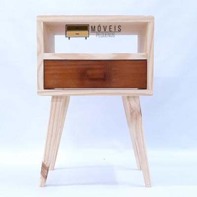 Mesa de Cabeceira  feito em madeira estilo retrô